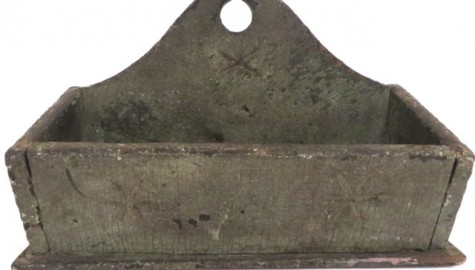 EARLY 18TH CENTURY PRIMITIVE WALL BOX