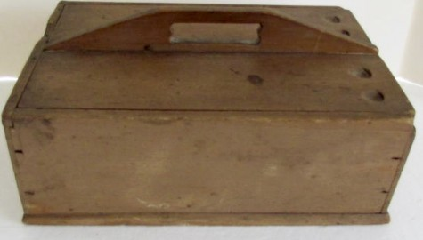19th. century slide lid candle box, attributed to the Enfield Shakers