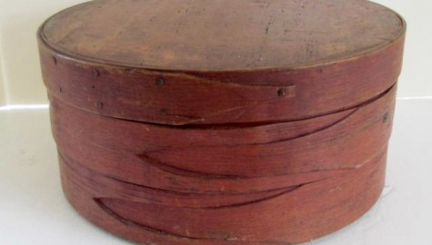 19th. Century Lapped and Tucked Banded Pantry Box in Red