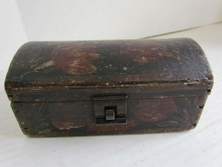 Early 19th. century Pa. German, Small Domed Box–Decorated with Tulips
