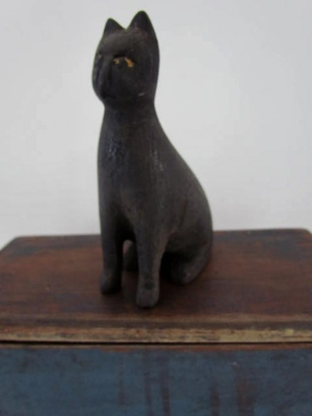 Late 19th./early 20th. Century Folk Art Cat Carving