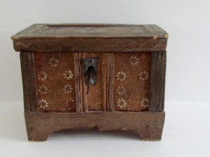 18th._century_miniature_painted_box