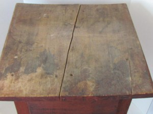 original_red_painted_table