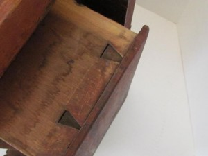 work_table_with_drawer