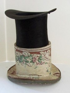 vintage_wallpaper_hat_box