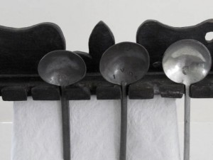 black_painted_spoon_rack