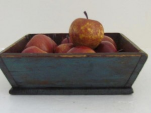 blue_painted_apple_tray