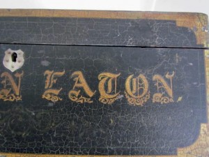 signed_table_box