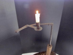 retractable_arm_candle_light