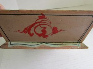 decorated_apple_box