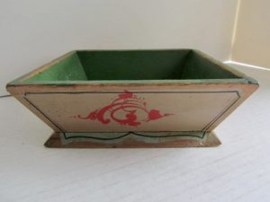 green_cream_painted_apple_box
