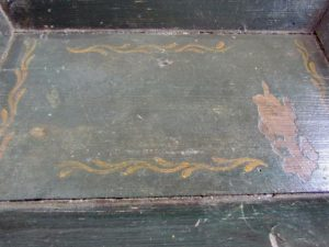 paint_decorated_apple_tray