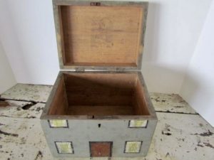 American, paint folk art_house box
