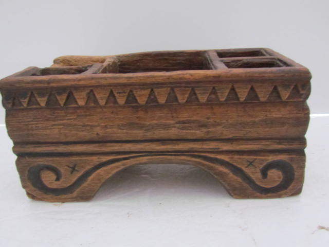 early 18th. century_table top_spice box